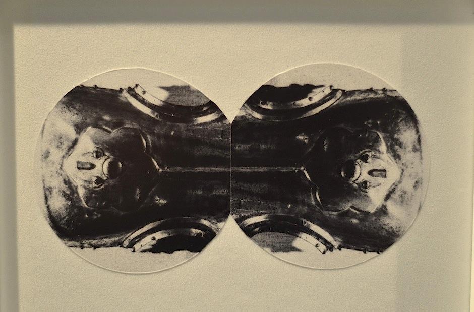 El blanco y negro resalta en la obra. (Foto: Selene Mejía/Soy502)