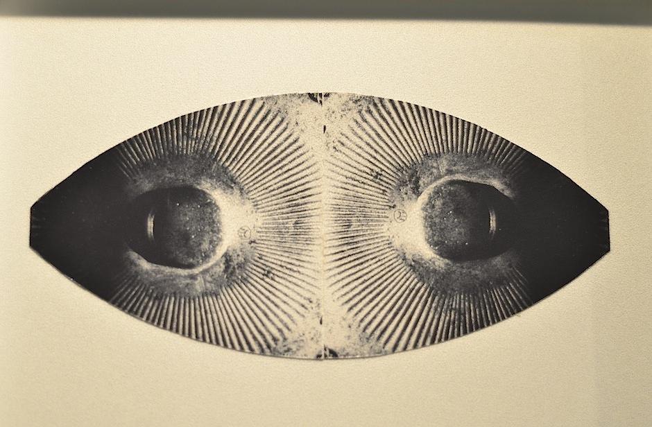 Blanco y negro se mezcla en figuras abstractas. (Foto: Selene Mejía/Soy502)