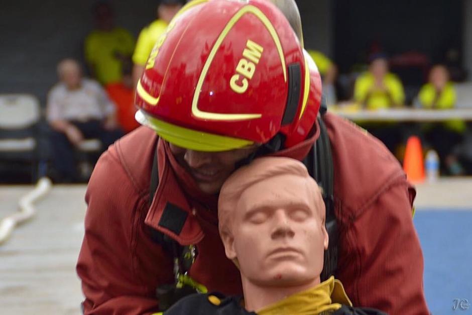 El bombero guatemalteco Juan Pablo Poggio se impuso en la competencia individual. (Foto: Bomberos de Costa Rica)