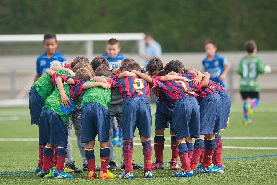 El Barcelona ha sido sancionado por realizar traspasos nacionales e internacionales de jugadores menores de 18 años e infringir algunos artículos del reglamento sobre estas situaciones