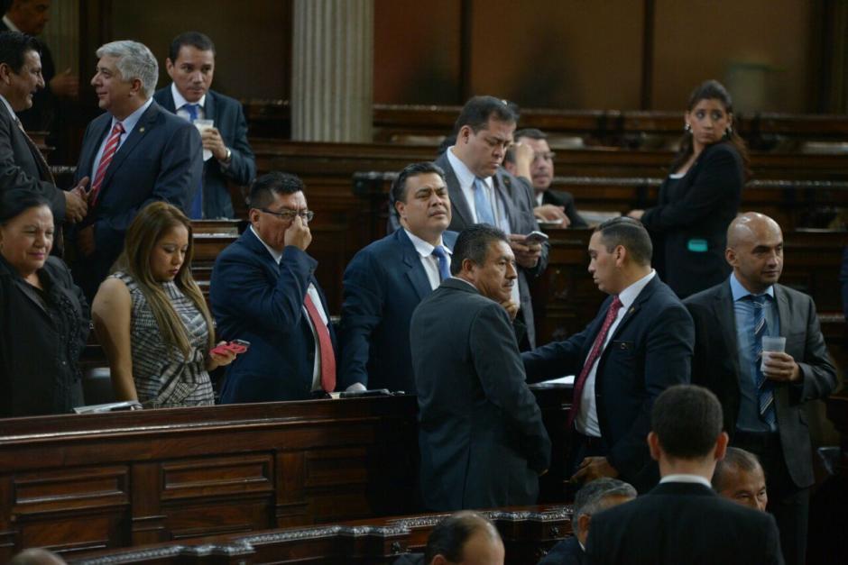 Varios diputados trabajan en enmiendas para modificar artículos no incluidos en la propuesta. (Foto: Wilder López/Soy502)
