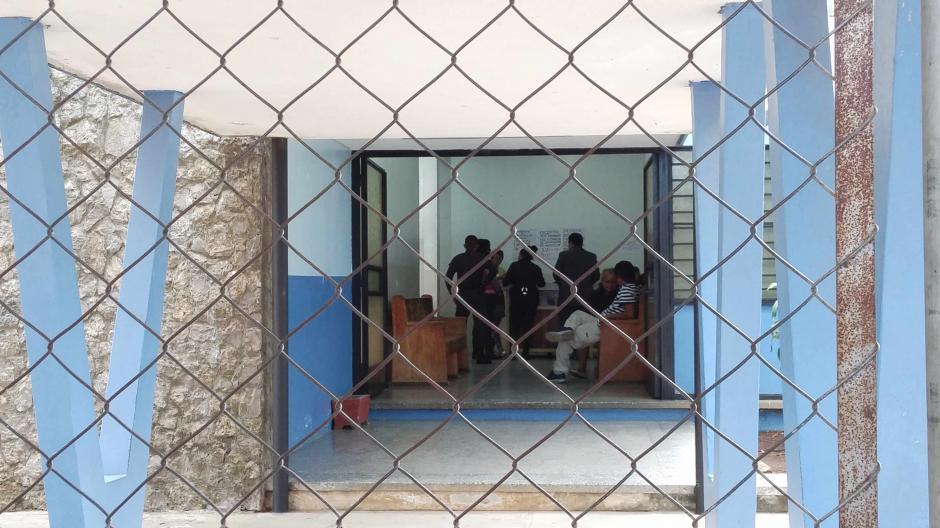 Los guardias del Sistema Penitenciario continúan teniendo contacto con los pacientes, a pesar de las denuncias de violaciones. (Foto: José Miguel Castañeda/Soy502)