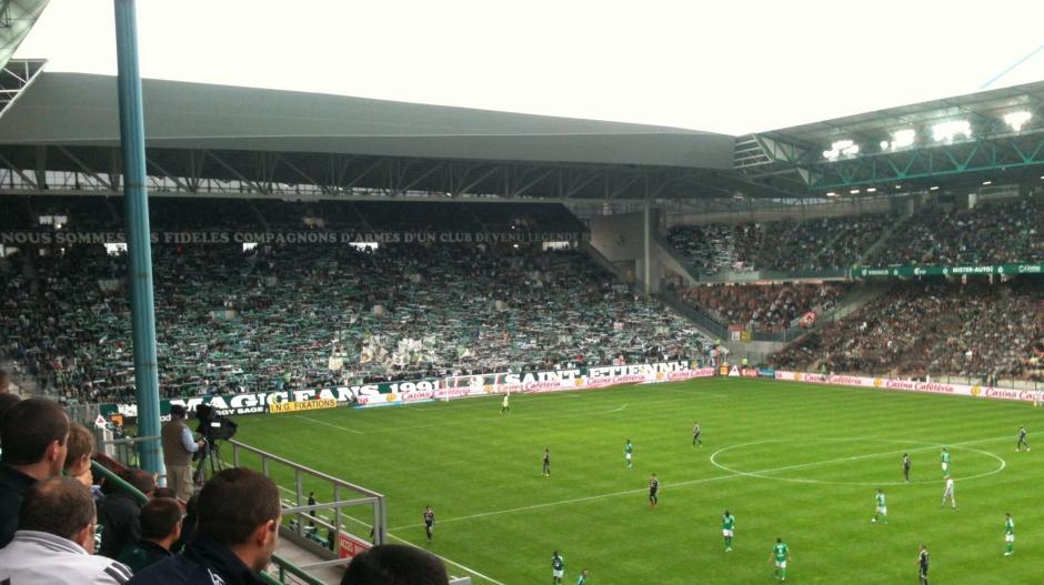 El estadio Geoffroy-Guichard tiene capacidad para 42 mil espectadores.  (Foto: envertetcontretous.fr)