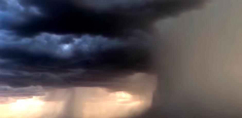 El fotógrafo Bryan Snider capto una microrráfaga. (Captura de pantalla: Breaking Hot News/YouTube)