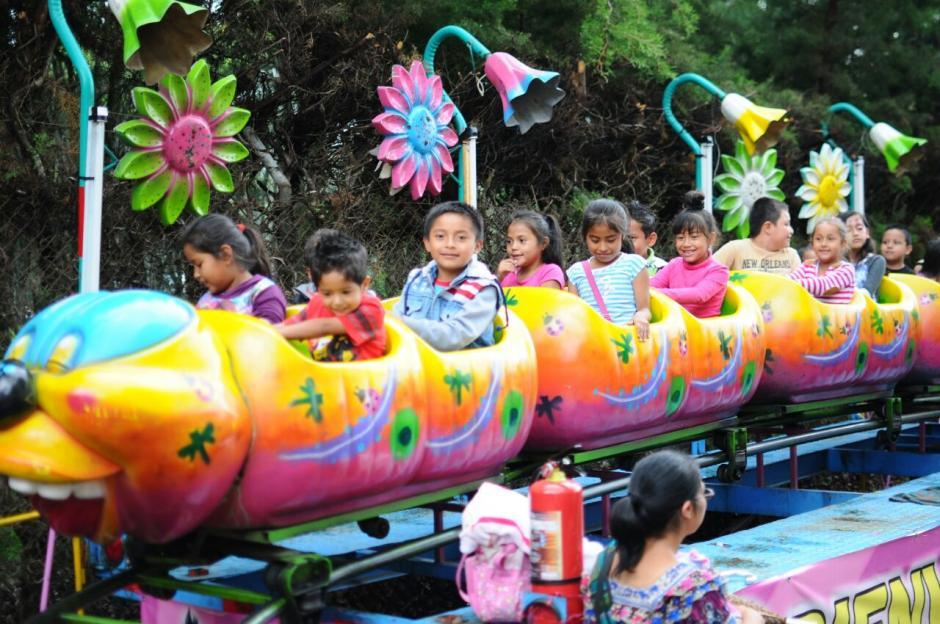 La feria ofrece atracciones familiares. (Foto: Alejandro Balán/Soy502)