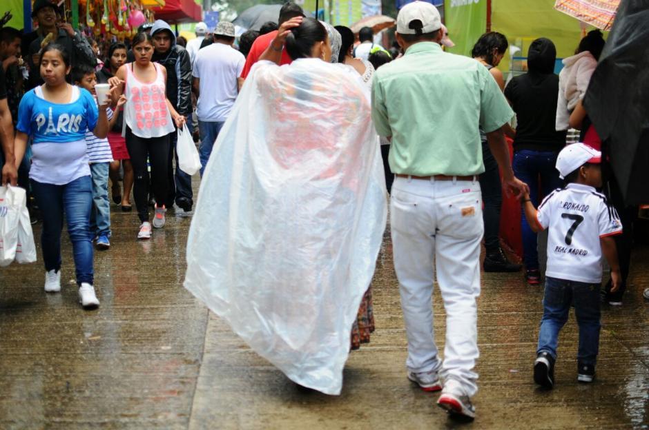 Por momentos llovió en la zona 2. (Foto: Alejandro Balán/Soy502)