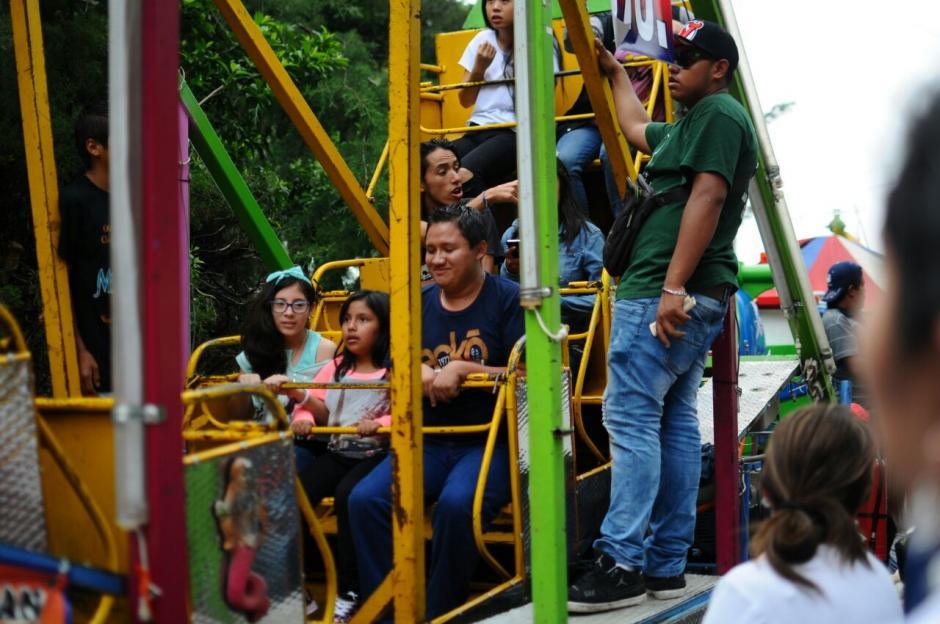 """La """"rueda de Chicago"""" es uno de los juegos con más visitantes. (Foto: Alejandro Balán/Soy502)"""