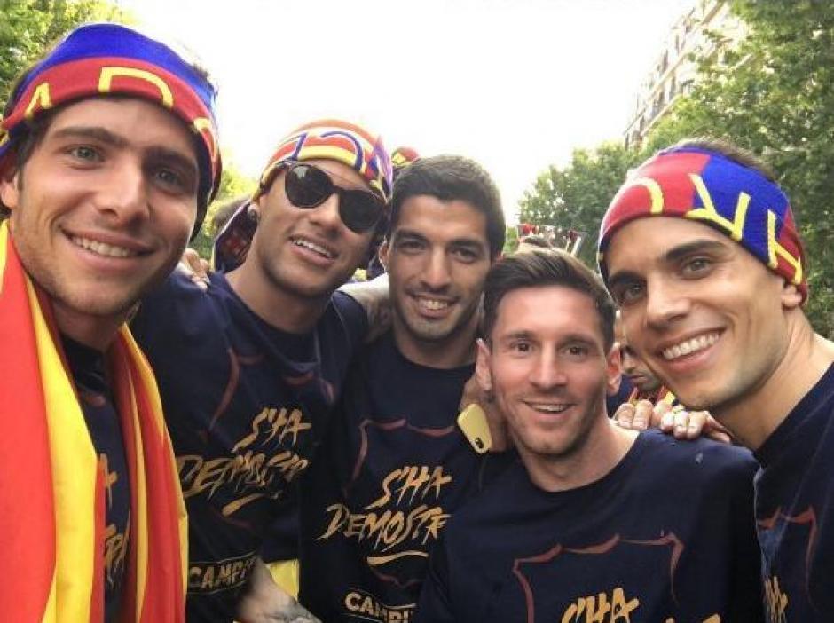 Luis Suárez y Lionel Messi fueron de los jugadores más aplaudidos por los aficionados de Barcelona. (Foto: Twitter)