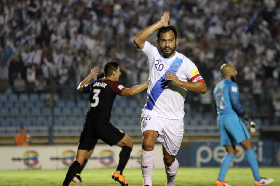 Carlos Ruiz se perfila como la estrella del primer tiempo del partido. (Foto: Luis Barrios/Soy502)