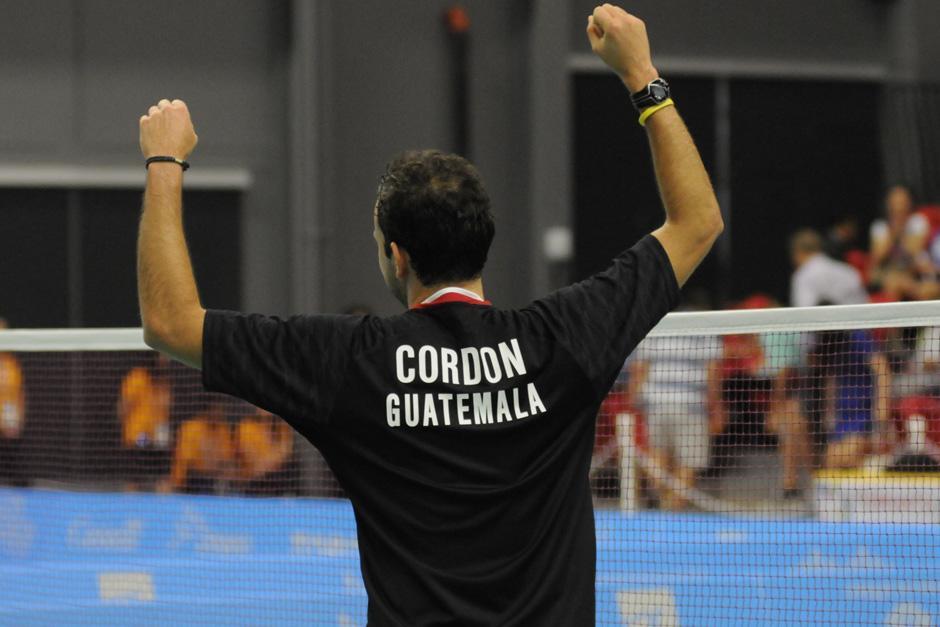 El guatemalteco Kevin Cordón celebró la medalla de oro ganada en los Juegos Panamericanos de Toronto 2015