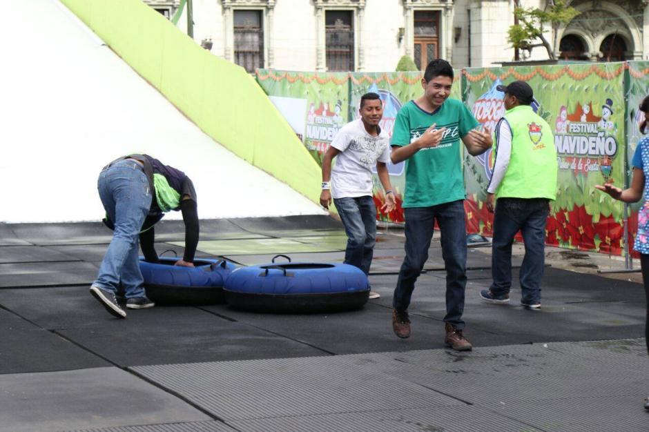 Estos chicos disfrutaron de su turno. (Foto: Alejandro Balan/Soy502)