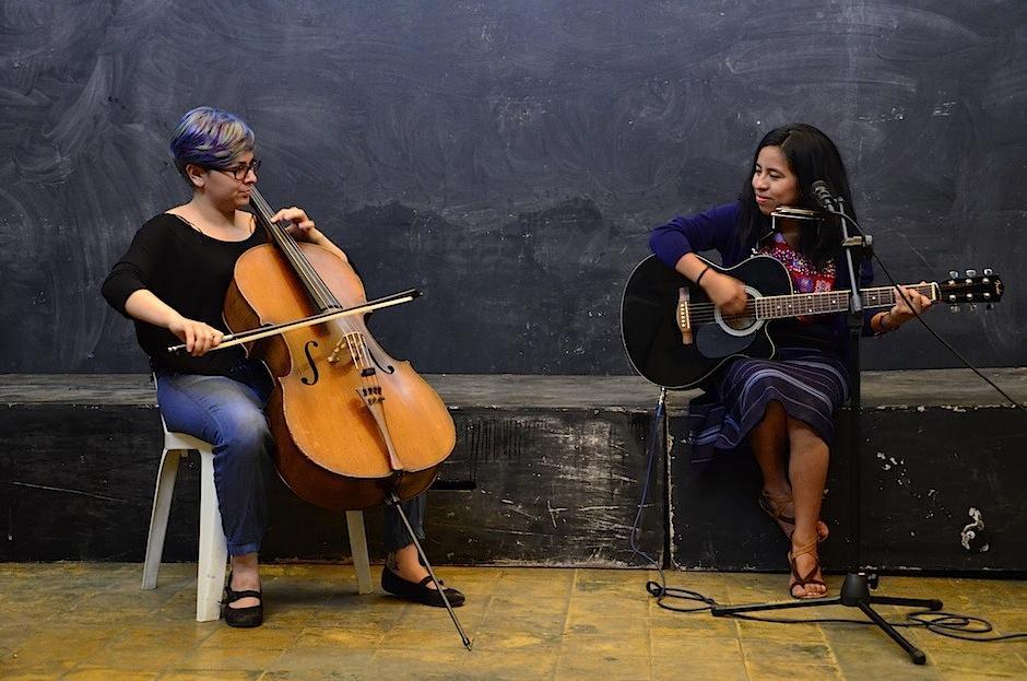 La voz de Sara Curruchich se alzó para rendir homenaje a las mujeres. (Foto: Selene Mejía/Soy502)