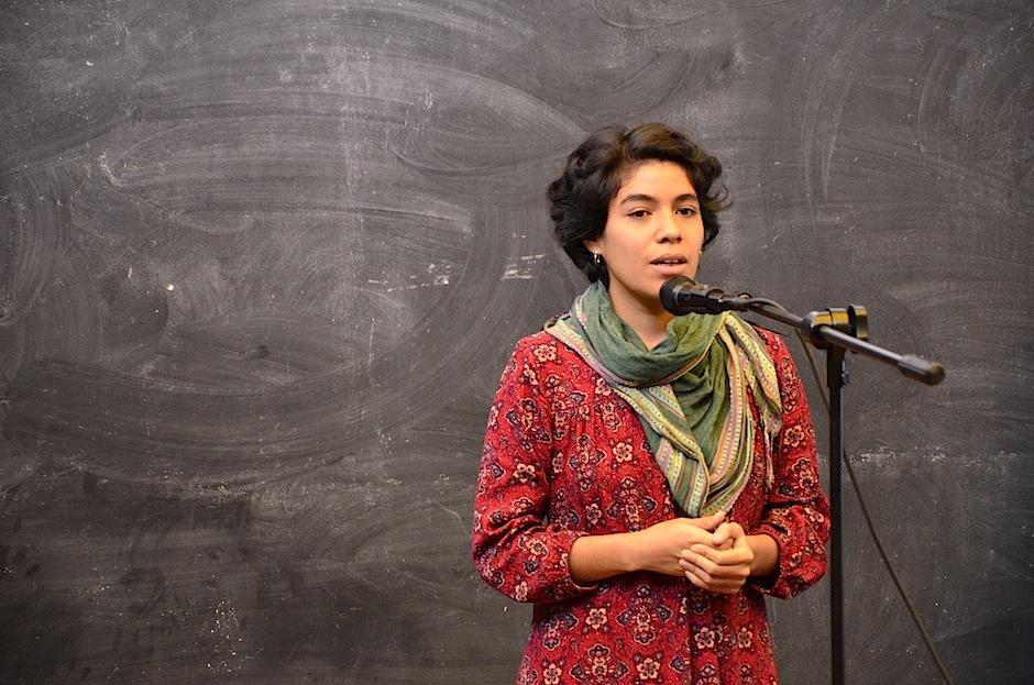 """La hondureña Marcela Lara dedicó su poesía a """"Berta Cáceres"""". (Foto: Selene Mejía/Soy502"""