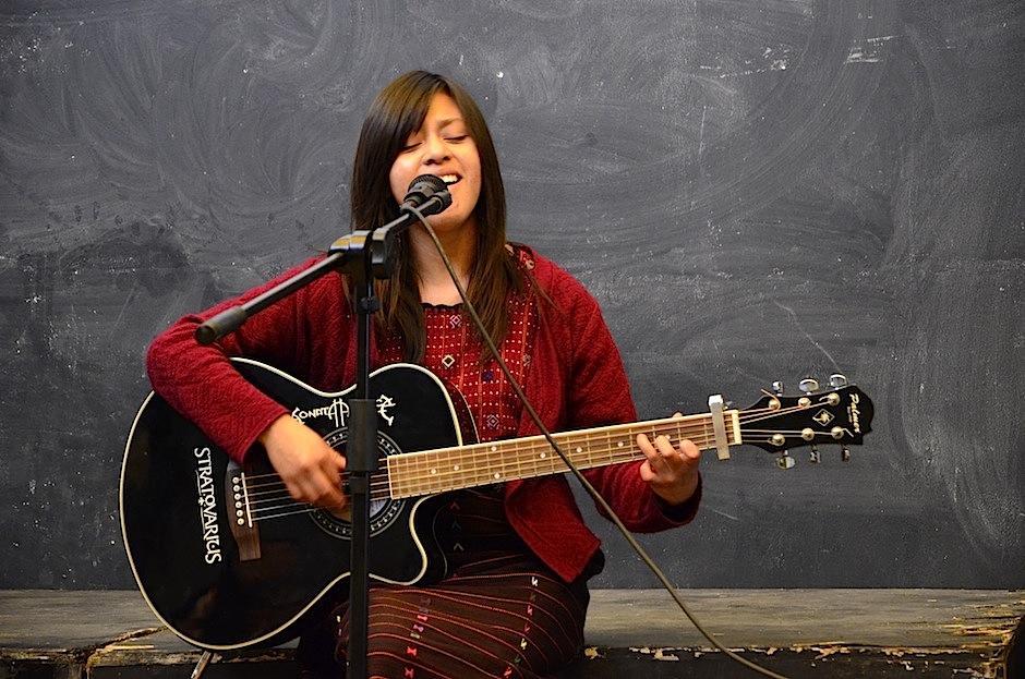 Uriela interpretó su música a la verdad. (Foto: Selene Mejía/Soy502)