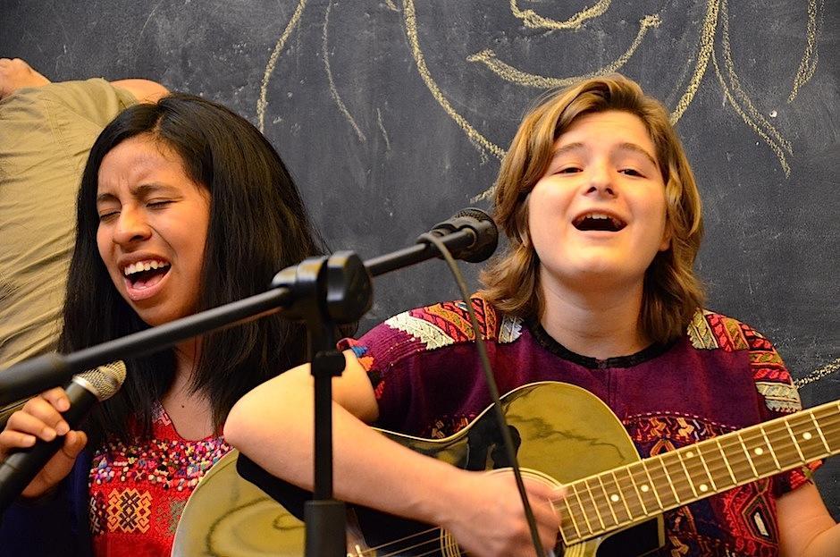 Dominique y Sara compartieron en escena. (Foto: Selene Mejía/Soy502)
