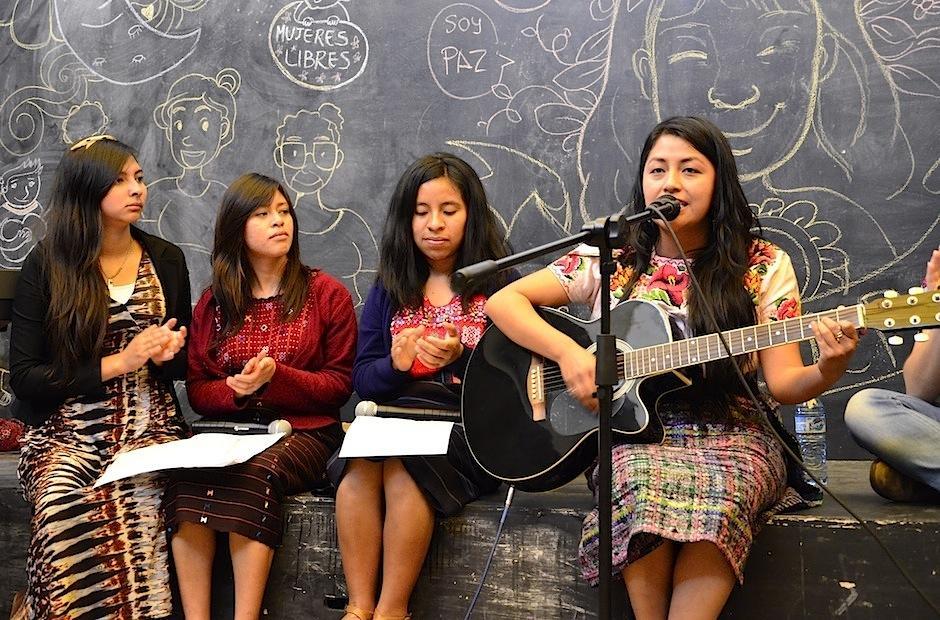 Las letras poseen fuerza y pasión. (Foto: Selene Mejía/Soy502)