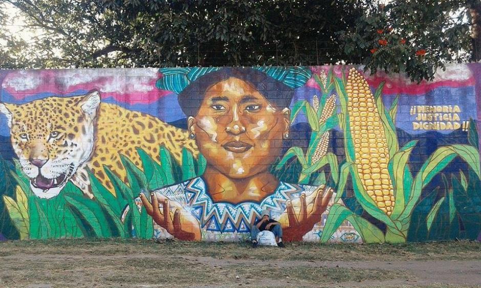 El Barrio La Morera de la zona 1, cobra vida gracias al trabajo de la Escuela de Niños Pintores Frida Kahlo. (Foto: Celeste Mayorga)
