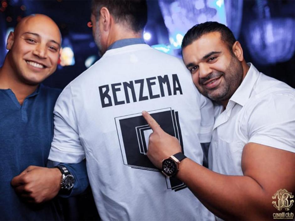 Benzema al parecer dejó por un lado sus problemas con la justicia y festejó su cumpleaños.(Foto: Cavalli Club)