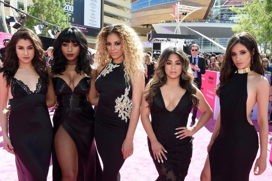 El grupo musical, Fifth Harmony, posan glamorosas para el evento de hoy. (Foto:Twitter/BillboardMusicAwards)
