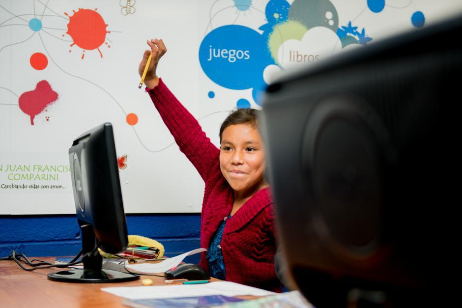 Más de 25 mil docentes formados con los programas de capacitación de las Aulas han impartido clases a niños entusiastas. (Foto: Carlos López Ayerdi/Fundación Telefónica)