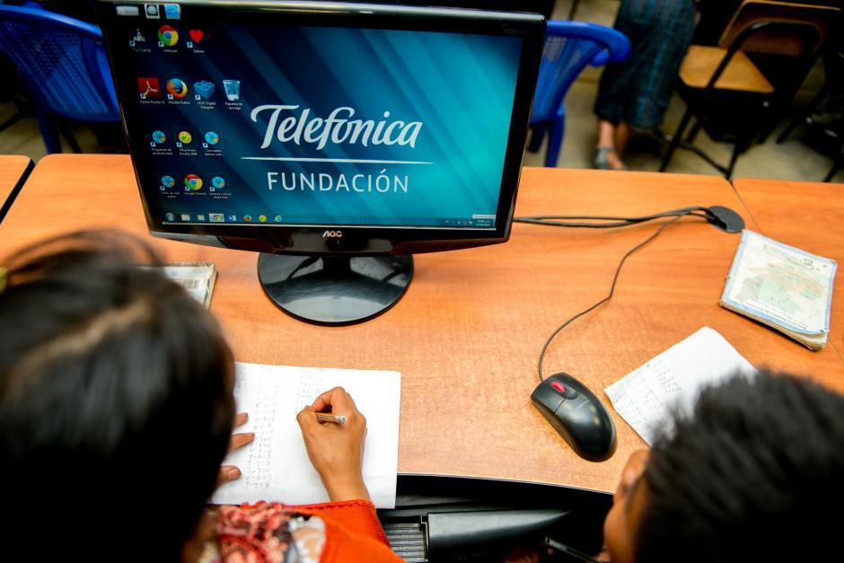 Más de 124 mil niños, jóvenes y docentes se benefician de las herramientas digitales que provee las AFT. (Foto: Carlos López Ayerdi/Fundación Telefónica)