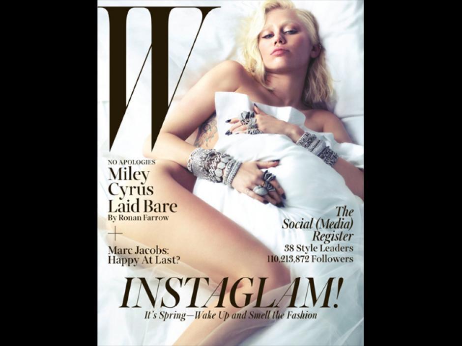 La portada de la revista muestra a la joven cantante sin ropa y tapada con una sabana blanca. (Foto: Instagram)
