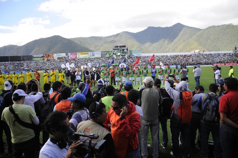 Flaminia entonó el himno nacional previo a iniciar el juego. (Foto: Nuestro Diario)