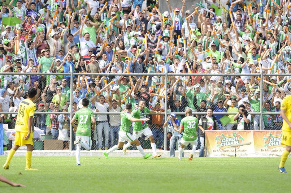 Isaula anotó el 1-0 para Antigua GFC en el estadio Pensativo. (Foto: Nuestro Diario)