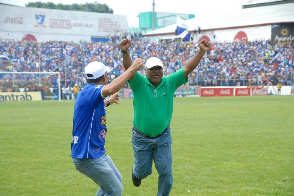 Con los brazos abiertos y dedicatoria especial a su padre, quien falleció el 5 de mayo, festejó Zamora. (Foto: Nuestro Diario)