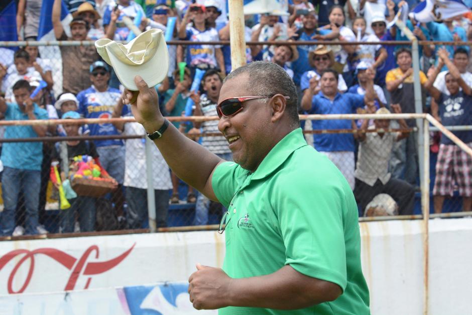 Zamora, nació en Puerto Barrios, tiene 54 años y consiguió la segunda estrella de Suchi en la Liga Nacional. (Foto: Nuestro Diario)