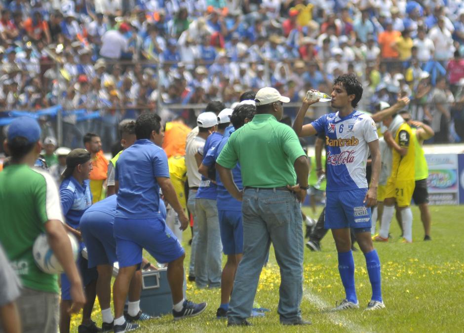 Durante el partido estuvo muy intenso dando instrucciones. (Foto: Nuestro Diario)