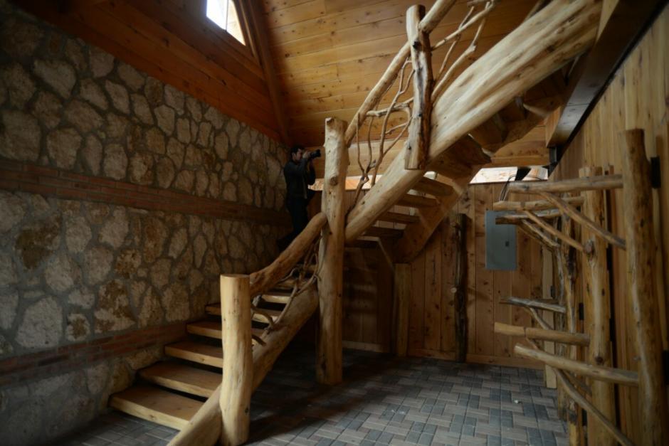 Se pueden apreciar detalles lujosos en maderas finas. (Foto: Wilder López/Soy502)