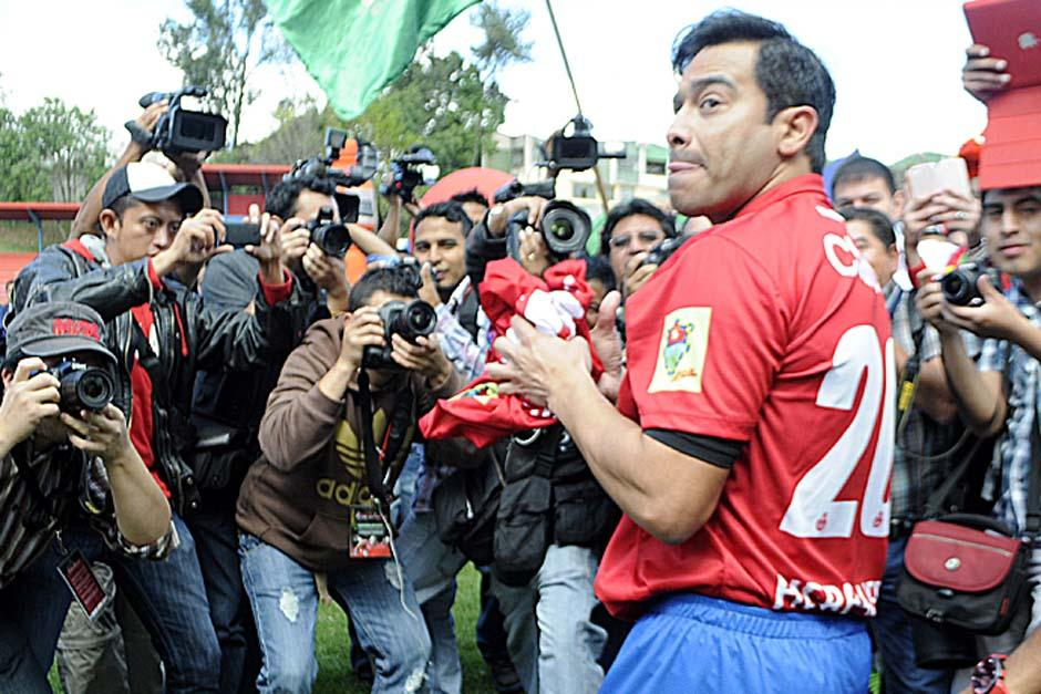 """El """"Pescado"""" agradeció a la afición presente y prometió ser competitivo e ir en búsqueda del campeonato con Municipal. (Foto: Luis Barrios/Soy502)"""