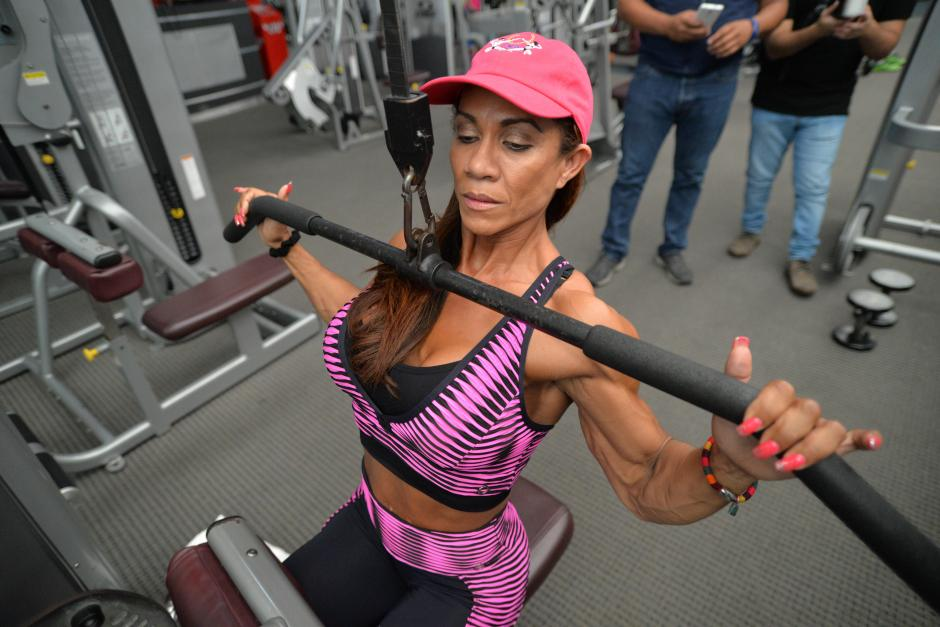 Helen de 50 años es sobreviviente de cáncer de pulmón y estómago. (Foto: Wilder López/Soy502)