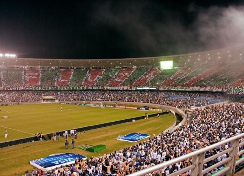 Seguidores del Fluminense abarrotan un estadio, la asistencia de aficionados a los estadios no es problema en Brasil