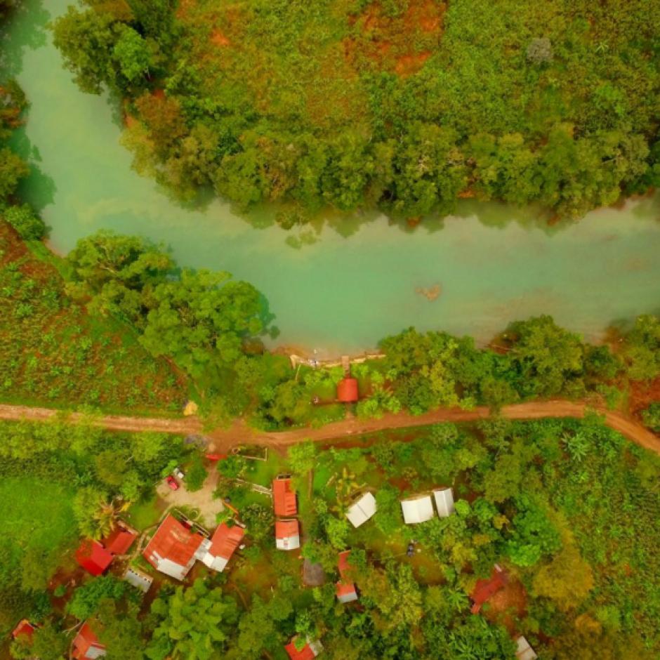 El río Cahabón destaca por su verde color. (Foto: Peter Flunkert)