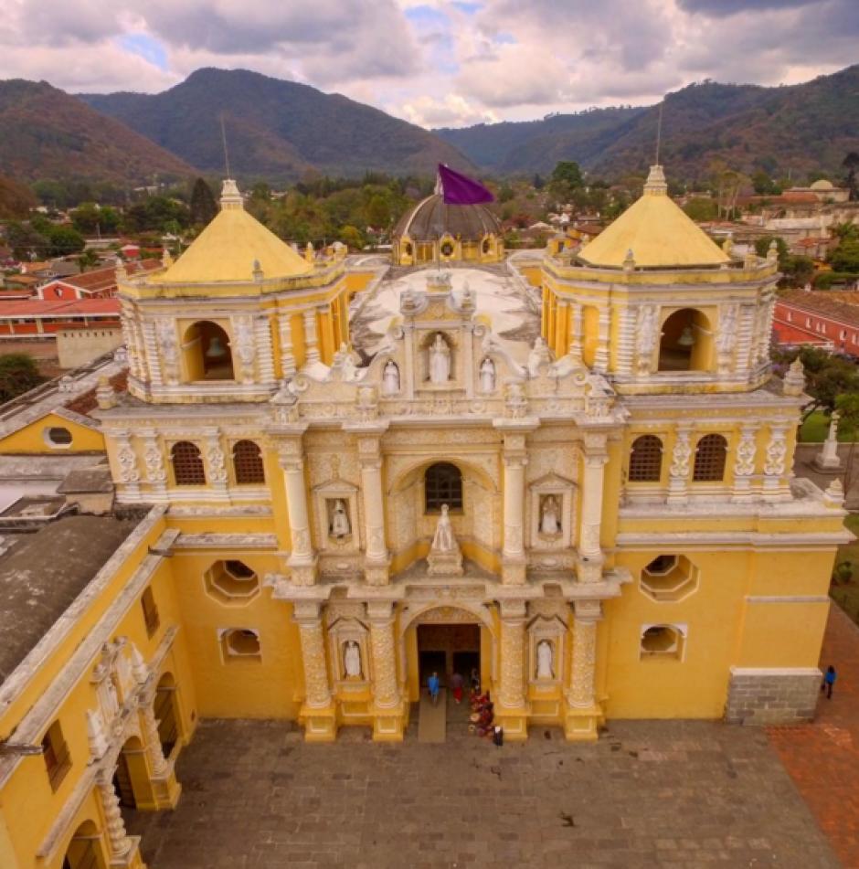 La iglesia de la Merced en Antigua resalta por su color. (Foto: Peter Flunkert)