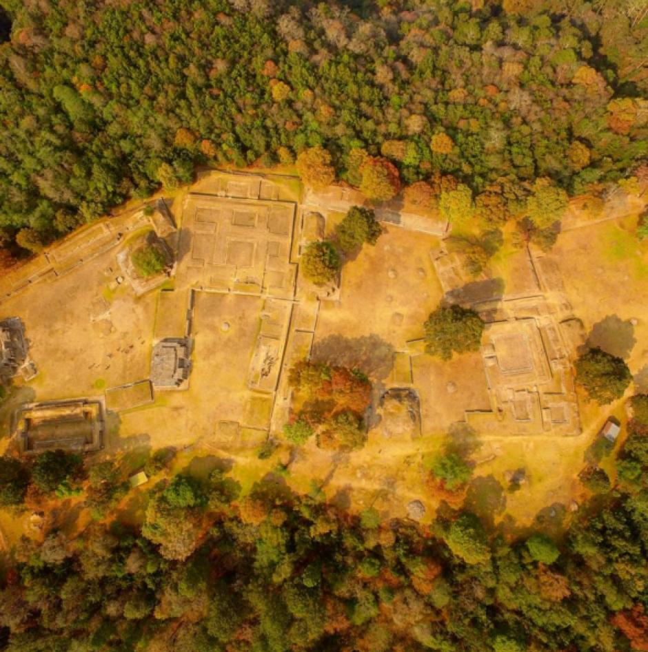 Iximché muestra el orden de sus ruinas. (Foto: Peter Flunkert)