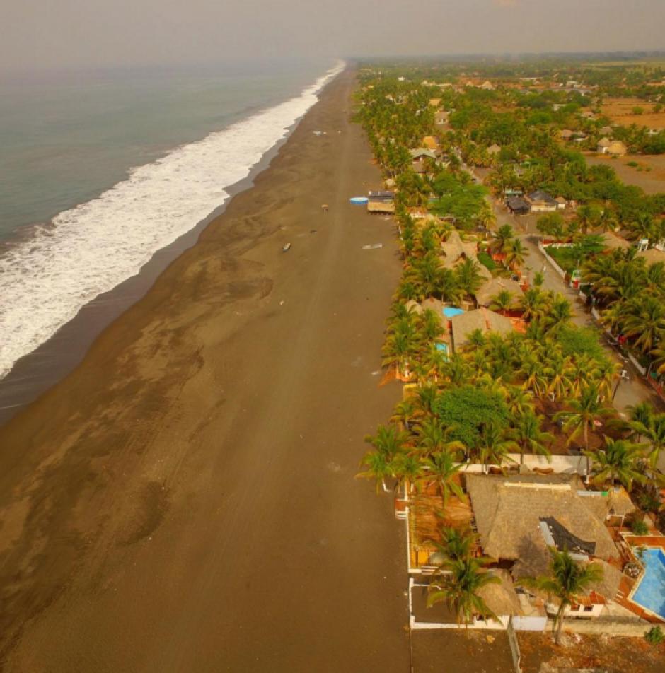 El pacífico guatemalteco destaca por sus playas morenas. (Foto: Peter Flunkert)