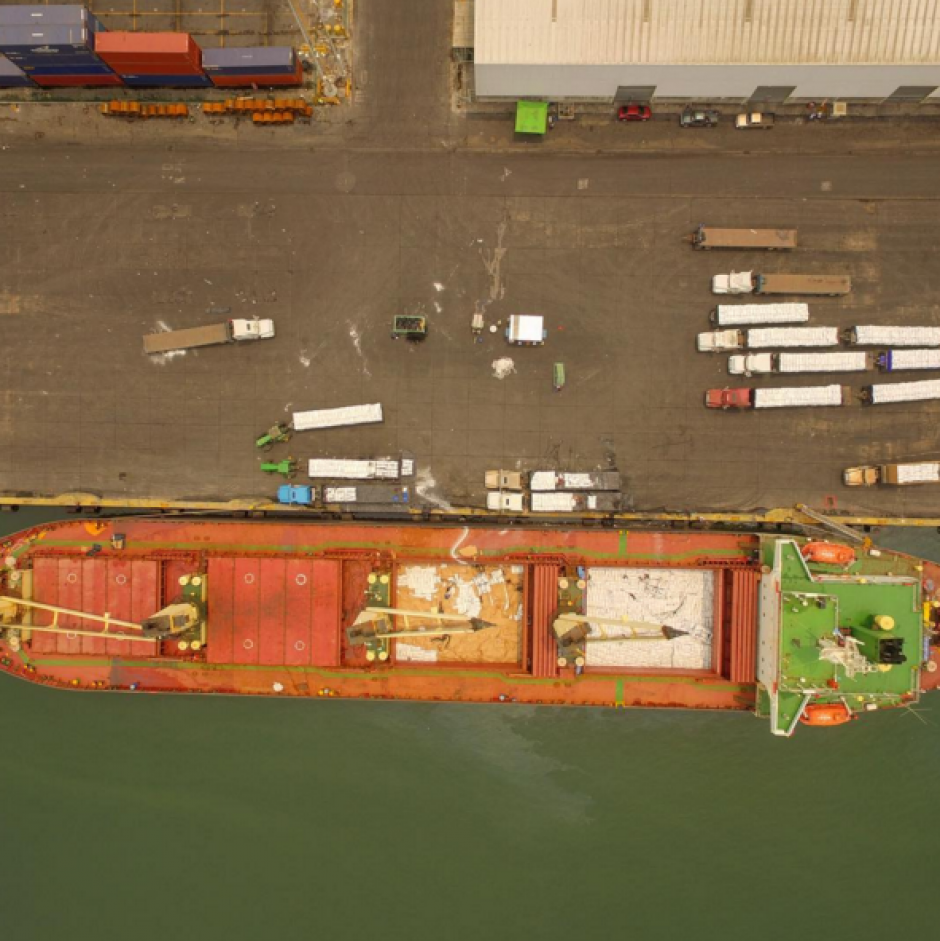La actividad de Puerto Quetzal luce así desde arriba. (Foto. peter Flunkert)
