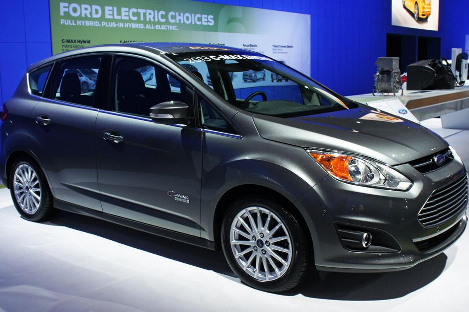 La compañía estadounidense presentó su automóvil híbrido con paneles solares.