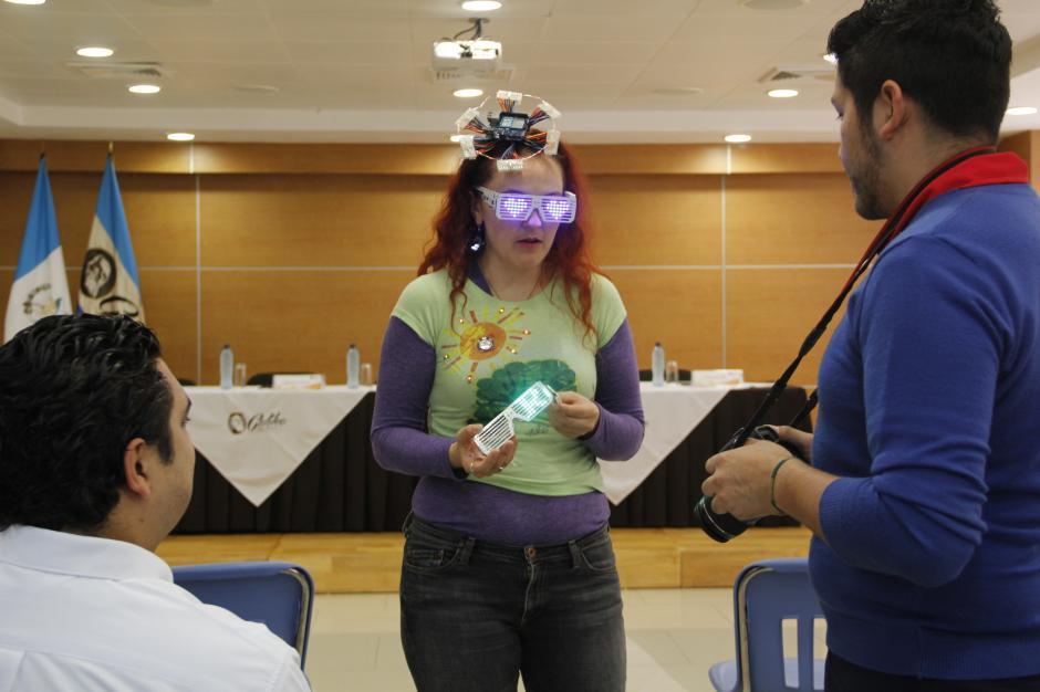 """Tayana Hurst impartirá charlas sobre la tecnología vestible o """"wearable"""" y hará que los participantes desarrollen otras innovaciones.(Foto: Fredy Hernández/Soy502)"""