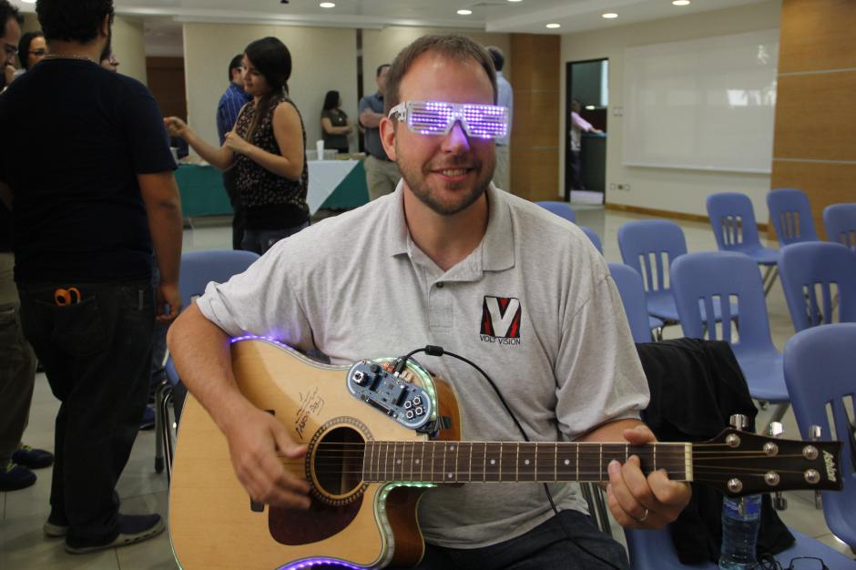 """Steve French, deVoltvision será el encargado de enseñar a """"enchular"""" instrumentos musicales durante el FIT 2015. (Foto: Fredy Hernández/Soy502)"""