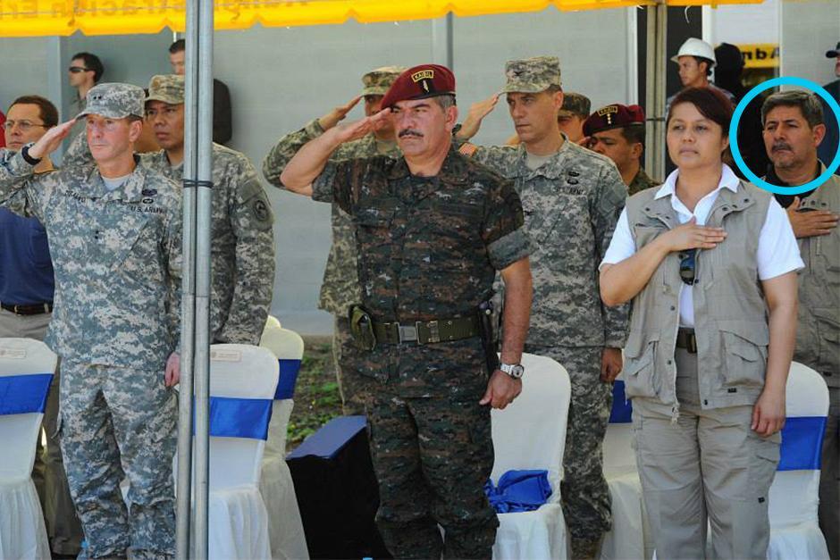 Otto Fernando Gramajo, nuevamente con la ministra en un acto oficial del Ejército de Guatemala.
