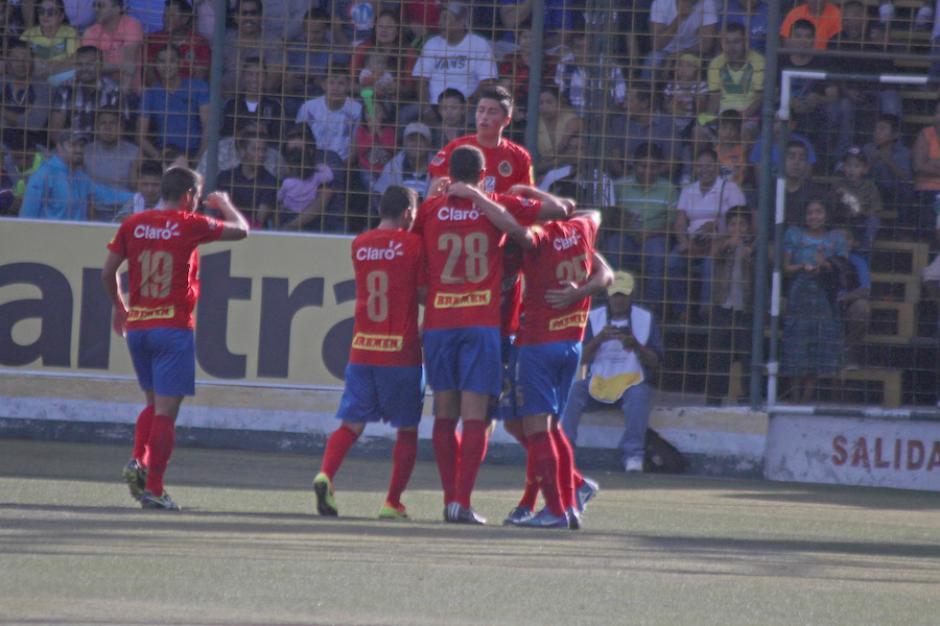 El festejo rojo. (Foto: José Dávila/Soy502)