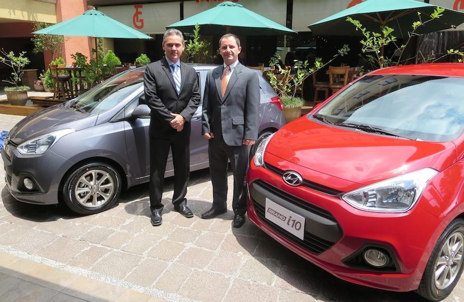José Enrique Rubio y Christian Siebold de Hyundai Guatemala, presentaron el Hyundai i10 en nuestro país. (Foto: Doblevía Centroamérica)