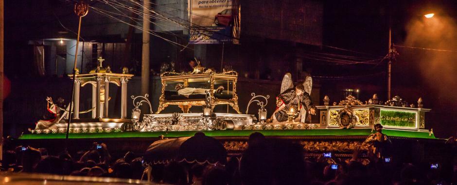 Jesús sepultado recorre las calles del Centro Histórico. (Foto: Marío Hernández/ Soy502)