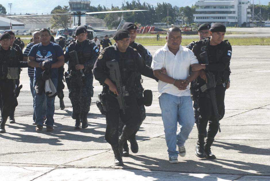 Bajo fuertes medidas de seguridad fueron trasladados desde Izabal. (Foto: Jesús Alfonso/Soy502)