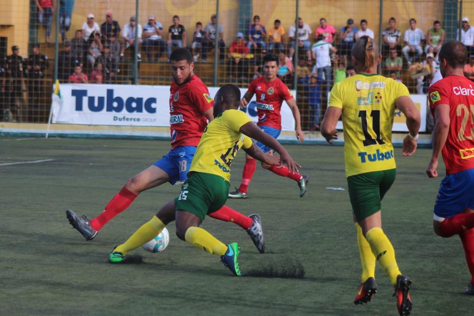 Los rojos finalizaron el primer tiempo ganando 2-0 al deportivo Petapa. (Foto: José Dávila/Soy502)
