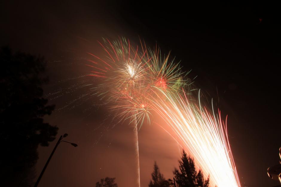 """""""La Noche de los deseos"""" iluminó el cielo y miles de gautemaltecos fueron testigos. (Foto: George Rojas/Soy502)"""